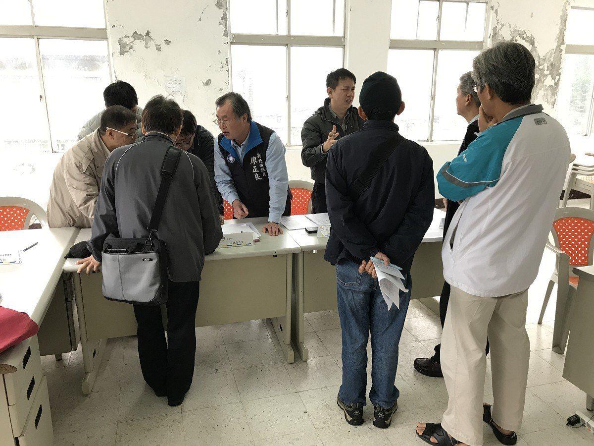 汐止區長青里土地鑑界有問題,里長陳建興就要求再次進行重測,讓大家清楚明白自己的地...