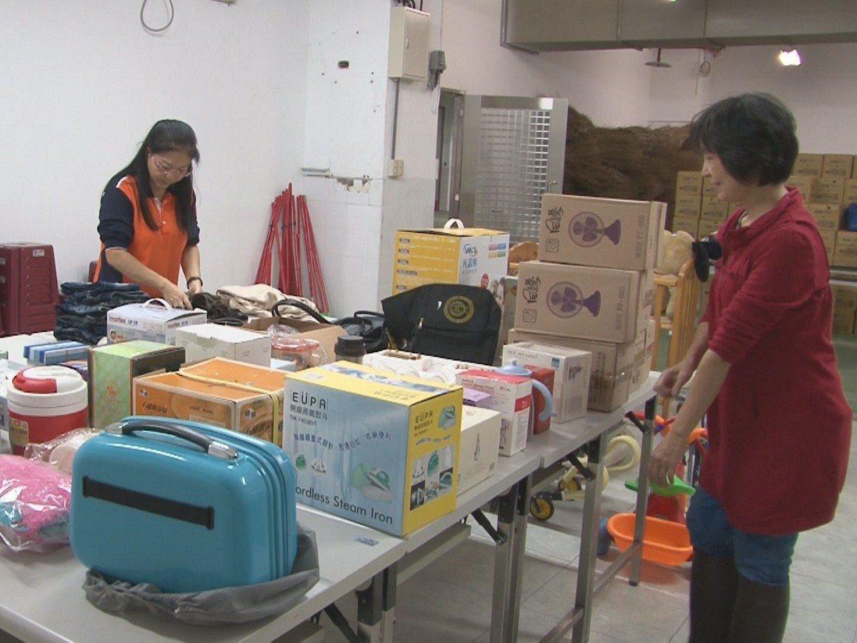 新北市環保局發起二手義賣活動,瑞芳清潔隊也呼籲民眾一起將家中用不到的東西捐出來,...