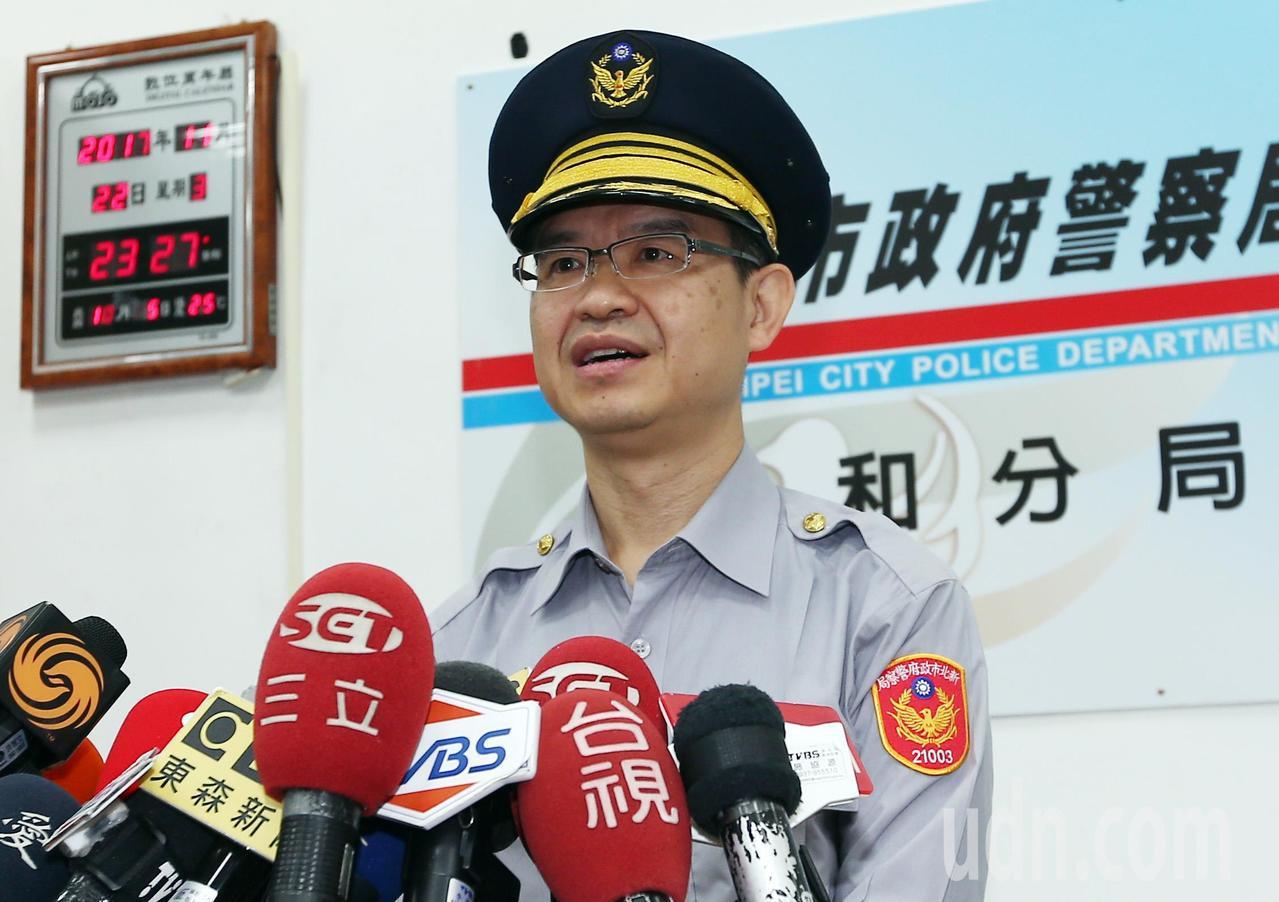 中和9死火警中和副分局黃國正說明案情。記者杜建重/攝影