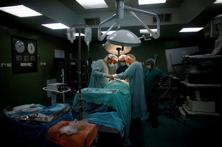 外科手術示意圖。路透