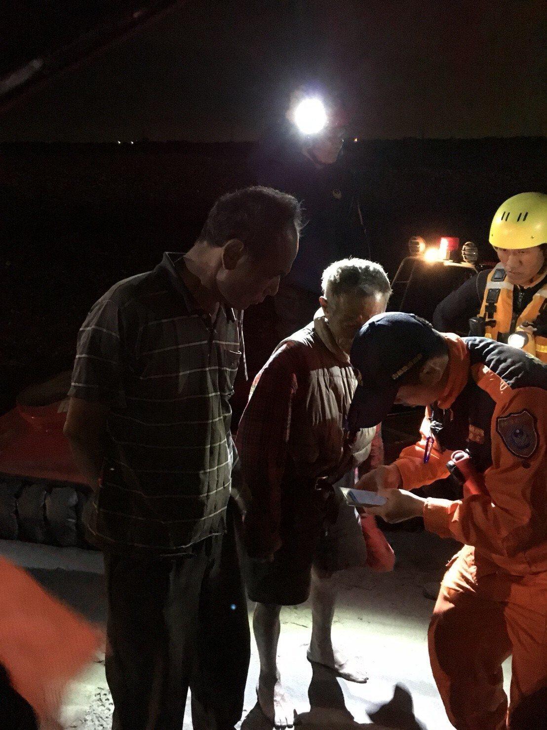 雲林濁水溪漲三人受困。圖/民眾提供