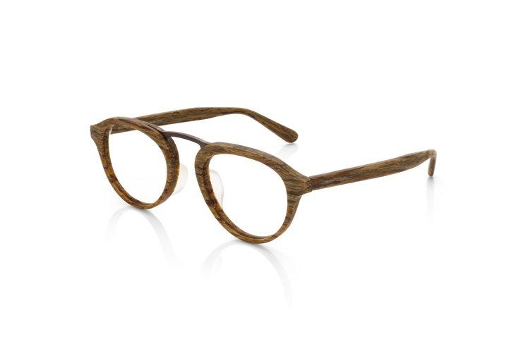 JINS秋冬自然系木頭紋光學眼鏡,約2,980元。圖/JINS提供