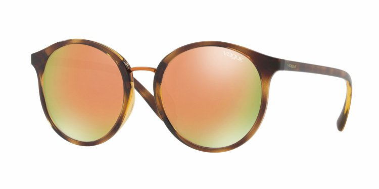 Gigi Hadid與Vogue Eyewear聯名太陽眼鏡,約5,850元。圖...