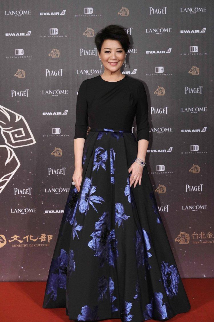 金燕玲配戴伯爵腕表、耳環與指環拿下2016年金馬53最佳女配角。圖/伯爵提供