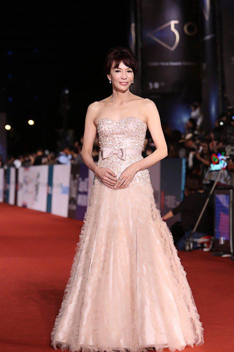 香港影后鄭裕玲配戴伯爵珠寶出席「第50屆金馬獎」。圖/伯爵提供