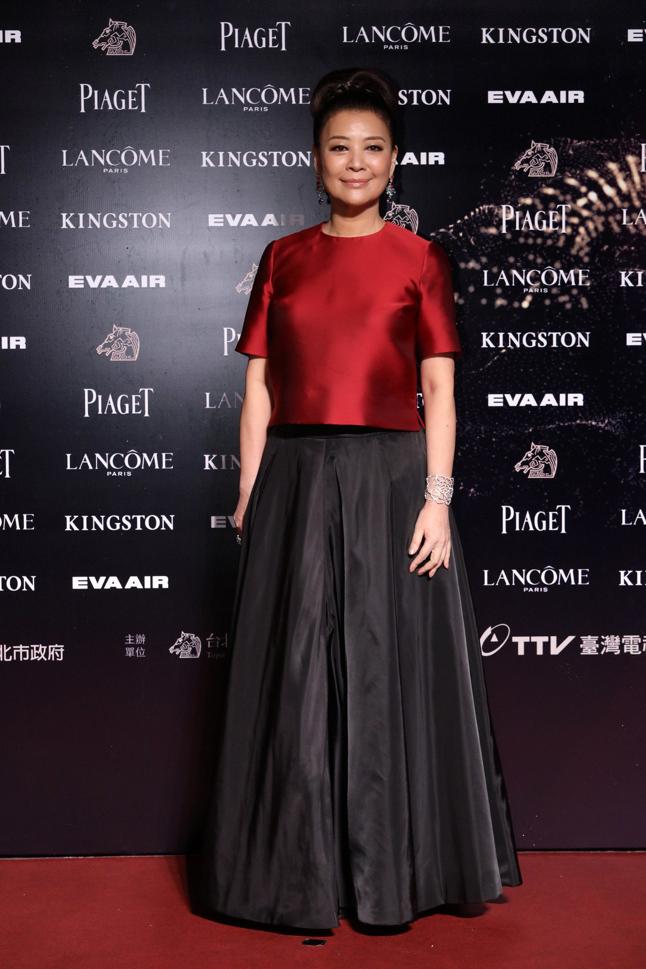 2015年金馬52時金燕玲配戴伯爵珠寶,並以《踏雪尋梅》該角色獲得次年香港金像獎...
