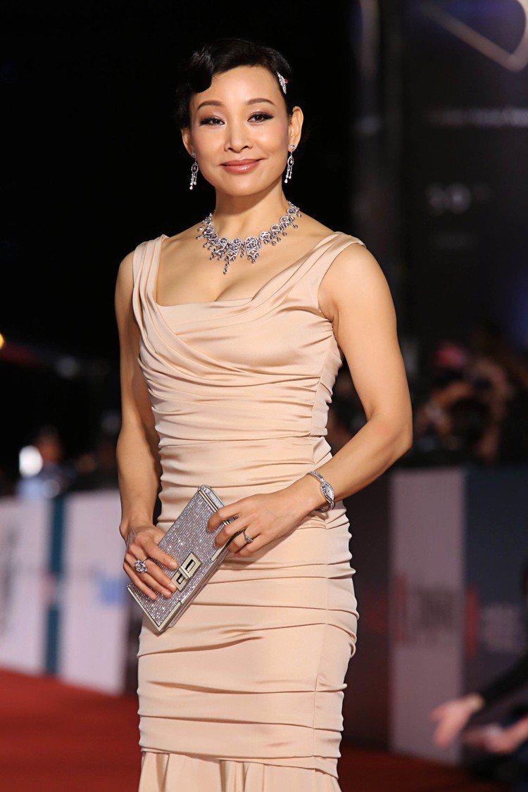 影后陳冲配戴伯爵珠寶出席「第50屆金馬獎」。圖/伯爵提供
