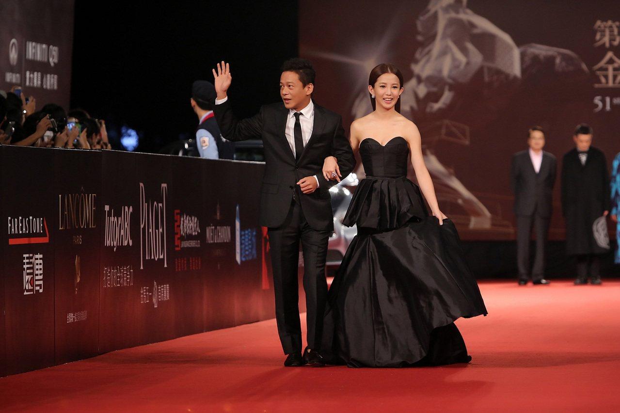 金馬獎得主郭書瑤配戴伯爵珠寶出席第51屆金馬獎與李康生一起走紅毯。圖/伯爵提供