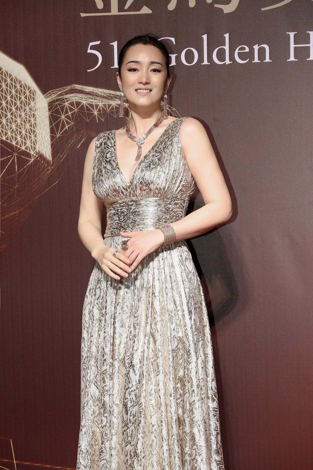 國際影后鞏俐配戴伯爵珠寶與腕表出席第51屆金馬獎。圖/伯爵提供
