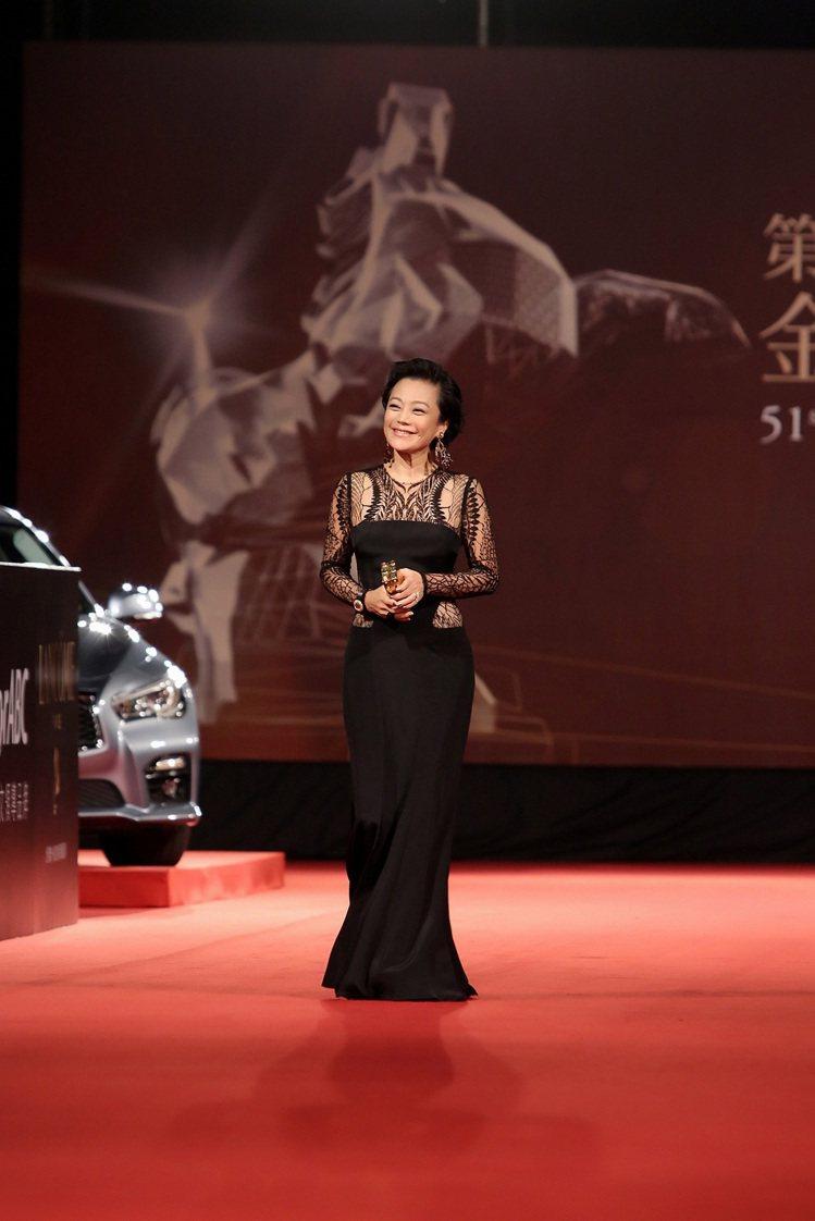 影后張艾嘉配戴伯爵珠寶出席第51屆金馬獎。圖/伯爵提供