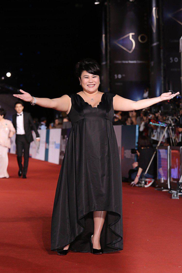 拿過金馬和亞太最佳女配角的林美秀配戴伯爵入圍金馬第50屆最佳女配角。圖/伯爵提供