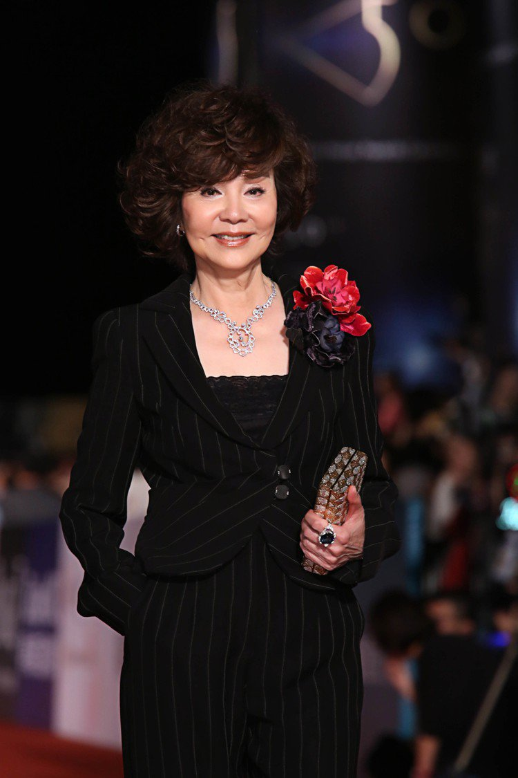 資深影后歸亞蕾配戴伯爵珠寶出席「第50屆金馬獎」。圖/伯爵提供