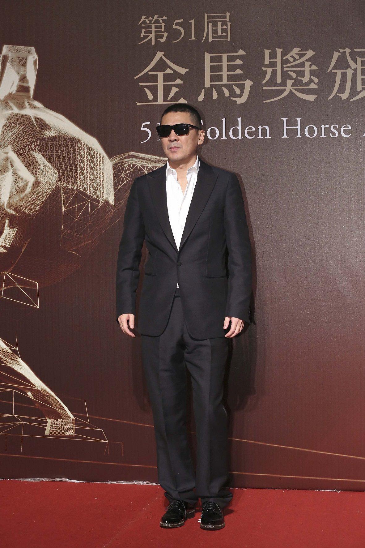 陳建斌配戴伯爵腕表,憑《一個勺子》勇奪金馬51最佳男主角和最佳新導演的獎項,並同...