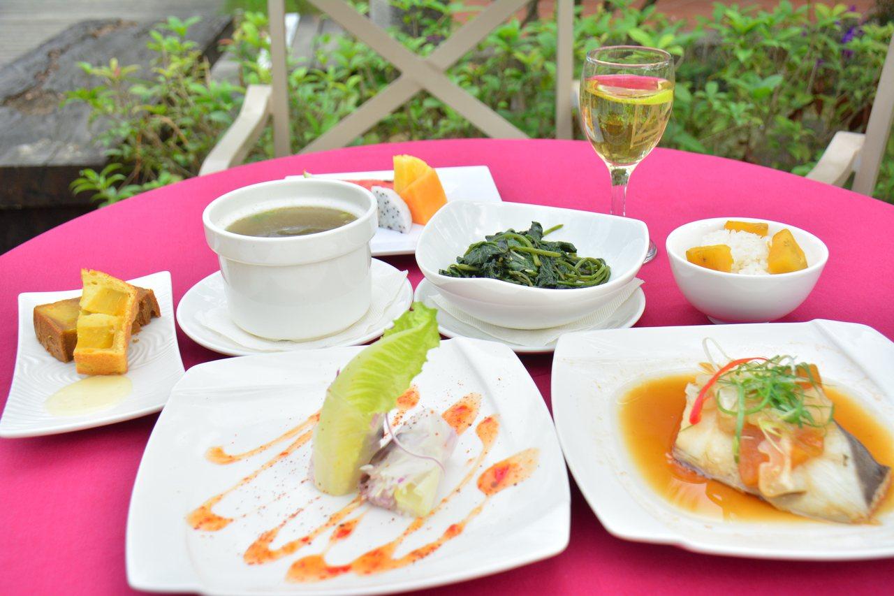 台灣文學家楊逵70多年前的「野菜宴」,在他的家鄉台南新化以「套餐」方式重現。記者...