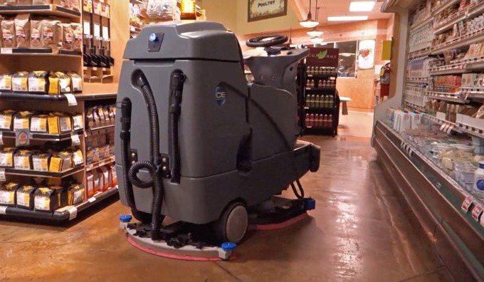 沃爾瑪商場正在美國5家分店測試全自動無人掃地機。圖片擷自LinkedIn