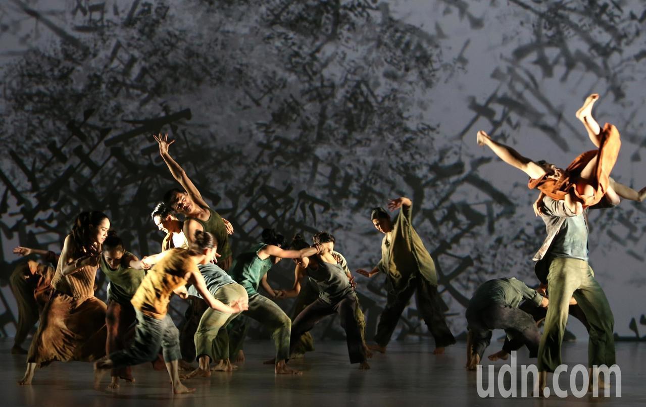 林懷民第90齣舞作「關於島嶼」彩排片段。記者侯永全/攝影