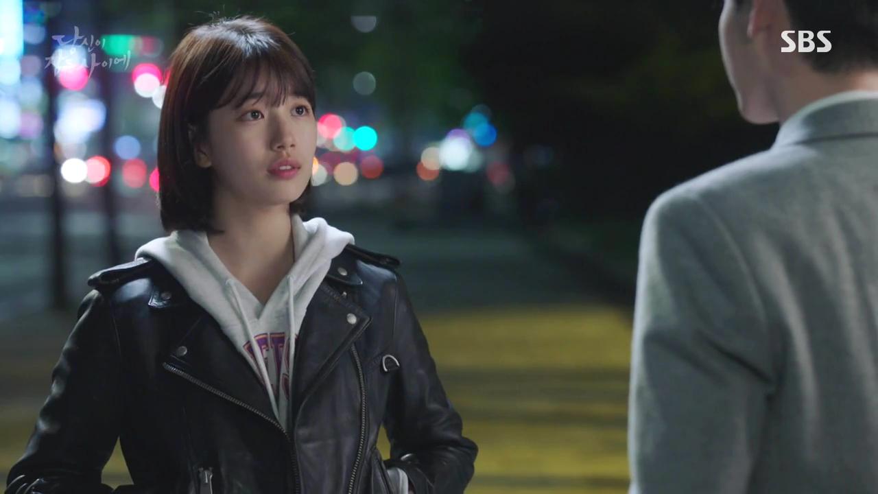 秀智在韓劇中身穿AllSaints Gidley羊皮騎士夾克。圖/AllSain...