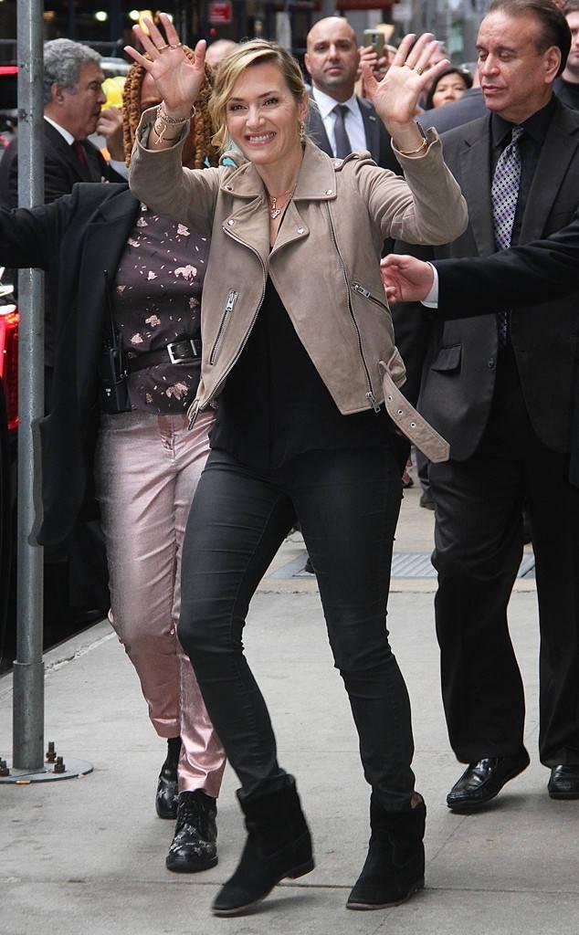 凱特溫絲蕾身穿AllSaints Balfern棕色騎士夾克出席電影宣傳相關活動...