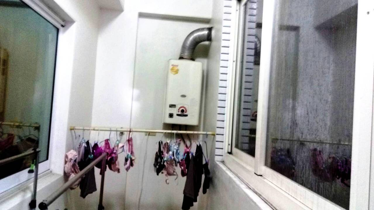 大甲一戶人家疑因熱水器安裝錯誤,導致一家三口一氧化碳中毒,送醫急救已無礙。圖/消...