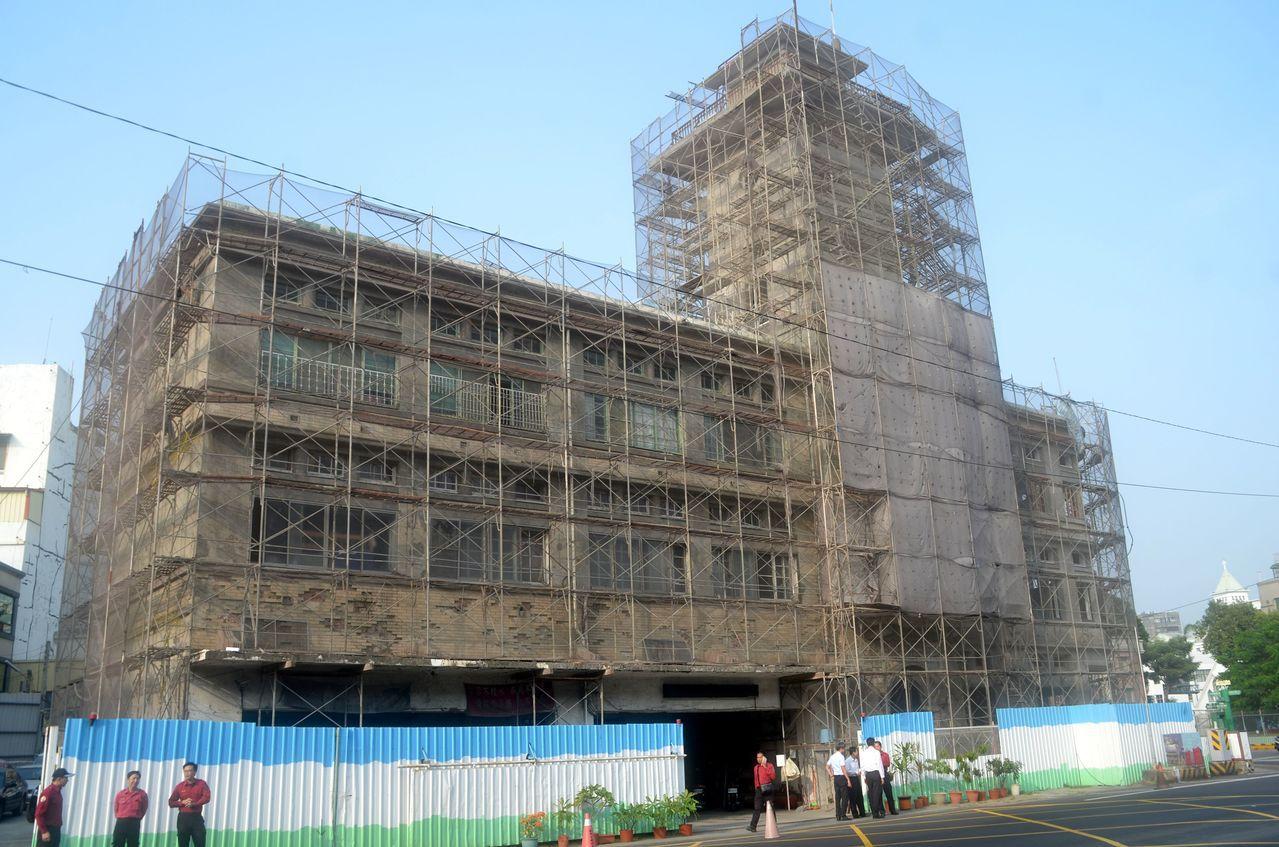 市定古蹟原台南合同廳舍預計明年7月完工,並規劃建置消防史料館,對外開放。記者邵心...