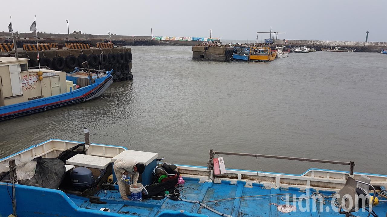 新竹縣內唯一漁港—新豐鄉坡頭漁港,將以兼具觀光遊憩及休閒娛樂的觀光漁港轉型。記者...