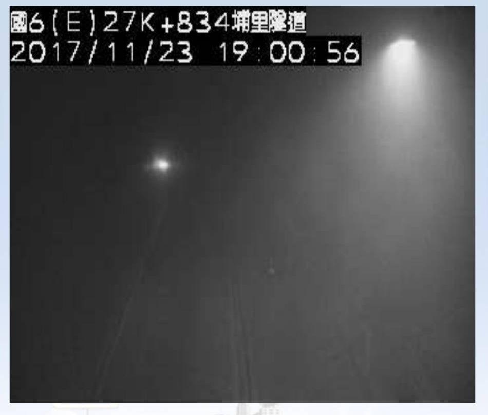 國道六號埔里隧道東向約27.5K處今晚傳火燒車意外,隧道內一度煙霧瀰漫。記者賴香...