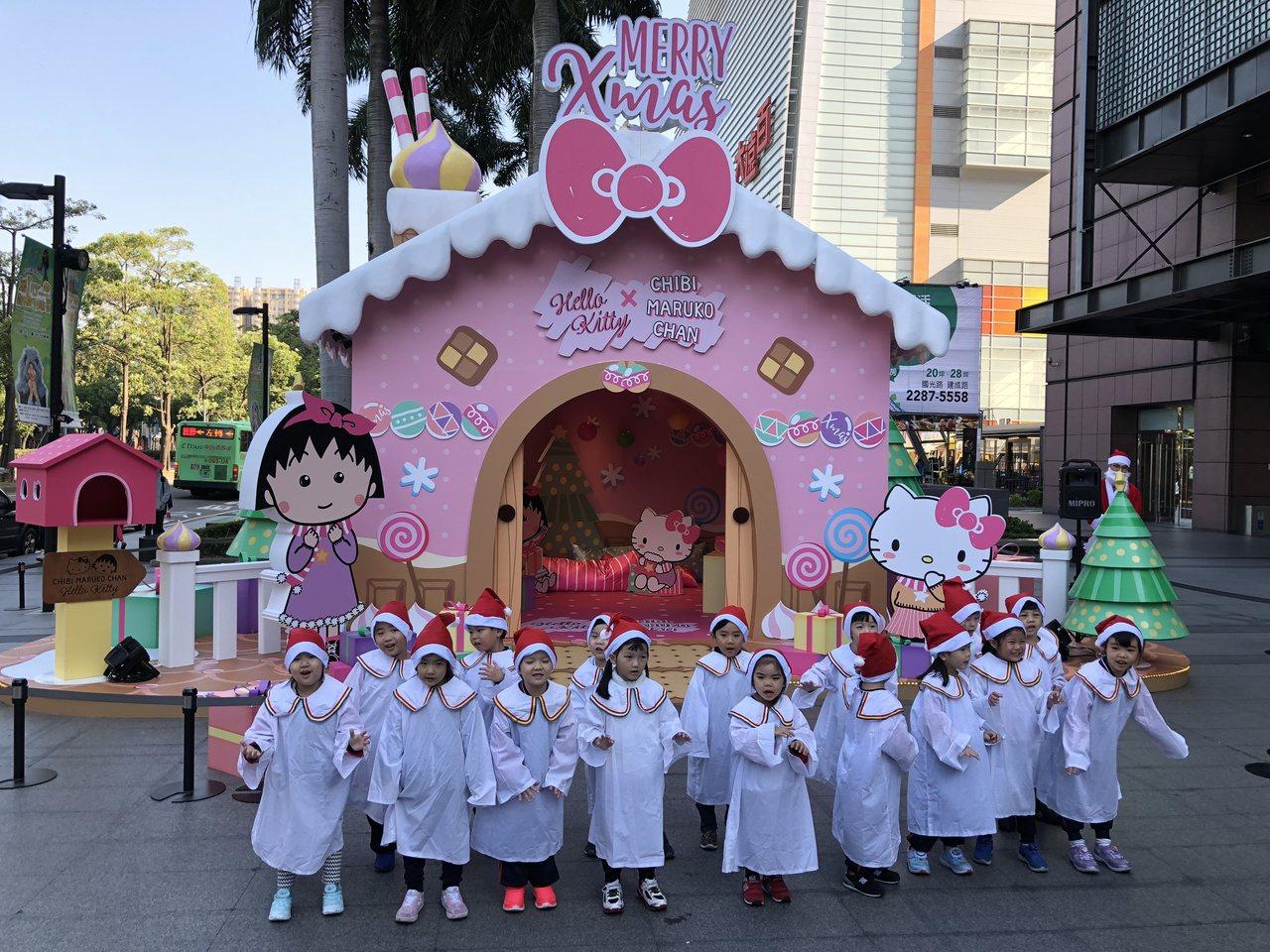 搶攻耶誕商機,新光三越台中店「歡樂耶誕夢幻樂園」歡樂登場。記者宋健生/攝影