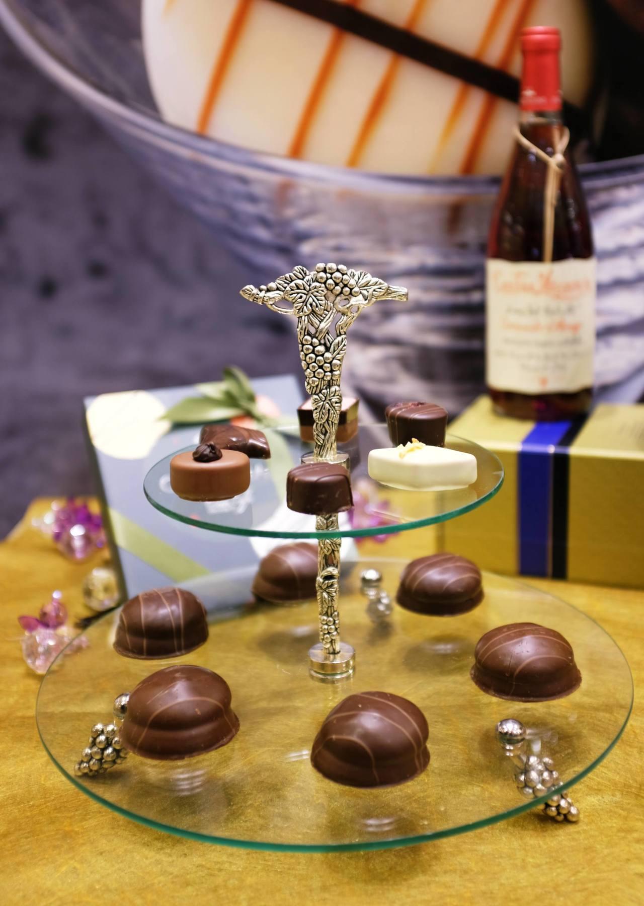 舒芙蕾巧克力(下層),有卡布奇諾、萊姆、酒心、草莓蛋糕共4種口味。記者沈佩臻/攝...