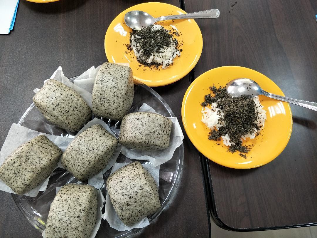 善化農會研發的芝麻鮮奶饅頭、芝麻飯料理。記者謝進盛/攝影