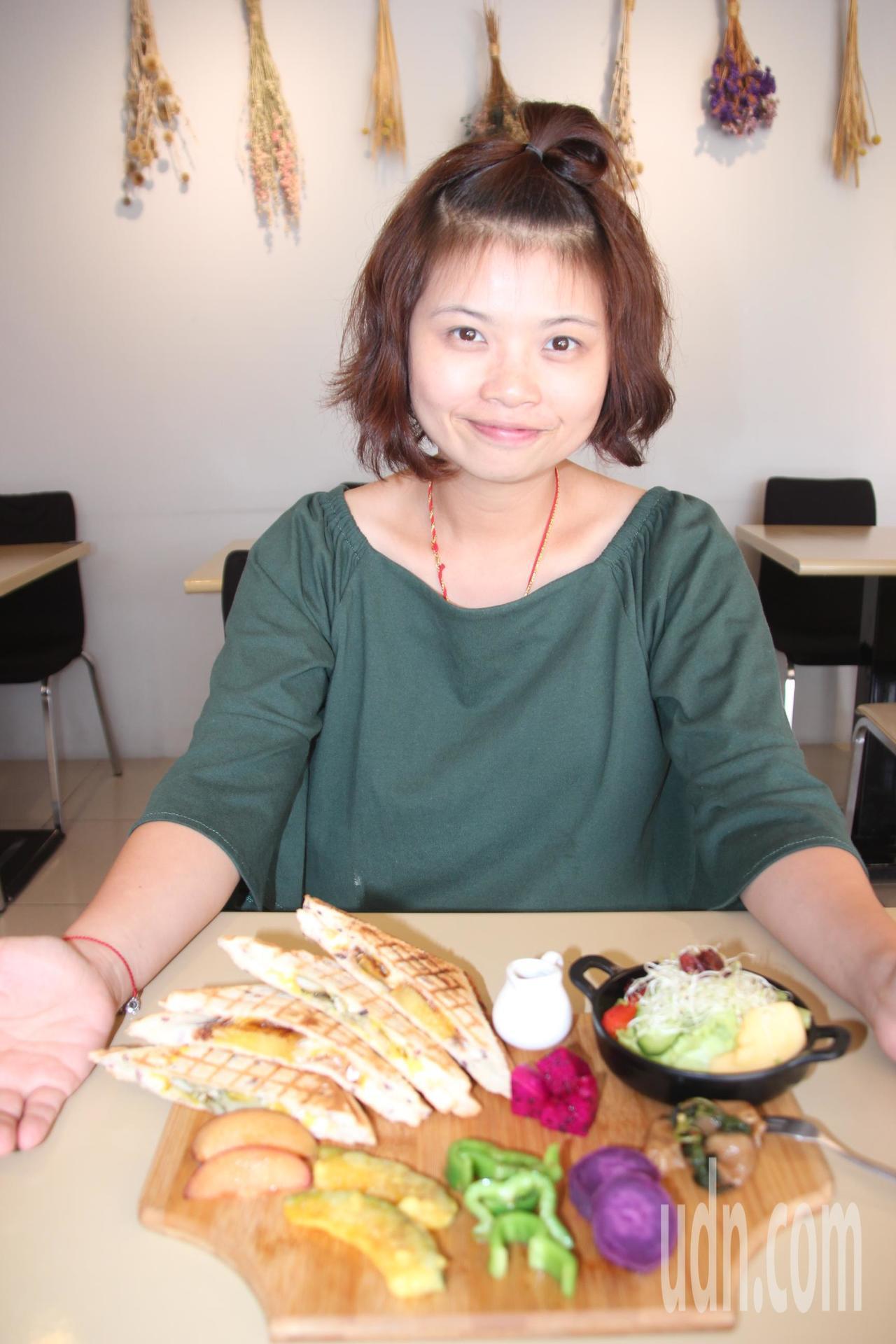 甲菜蔬食早午餐店負責人陳佳琦看心情及當季時令蔬果變換菜色,只是想把素食做的好吃,...