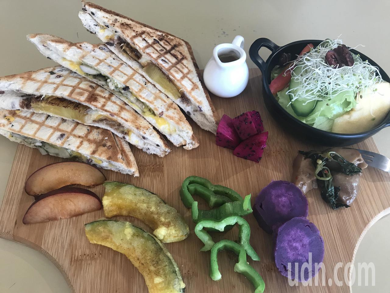 甲菜蔬食早午餐的限量套餐得看老闆心情搭配當季新鮮蔬果推出不同菜色,手工米吐司是用...