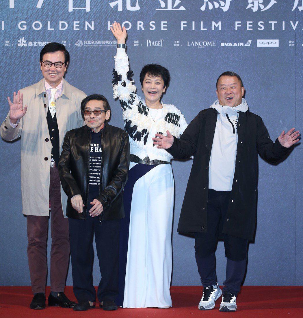 曾志偉(右起)、張艾嘉、泰迪羅賓、黃百鳴出席金馬獎地毯之夜。記者陳瑞源/攝影
