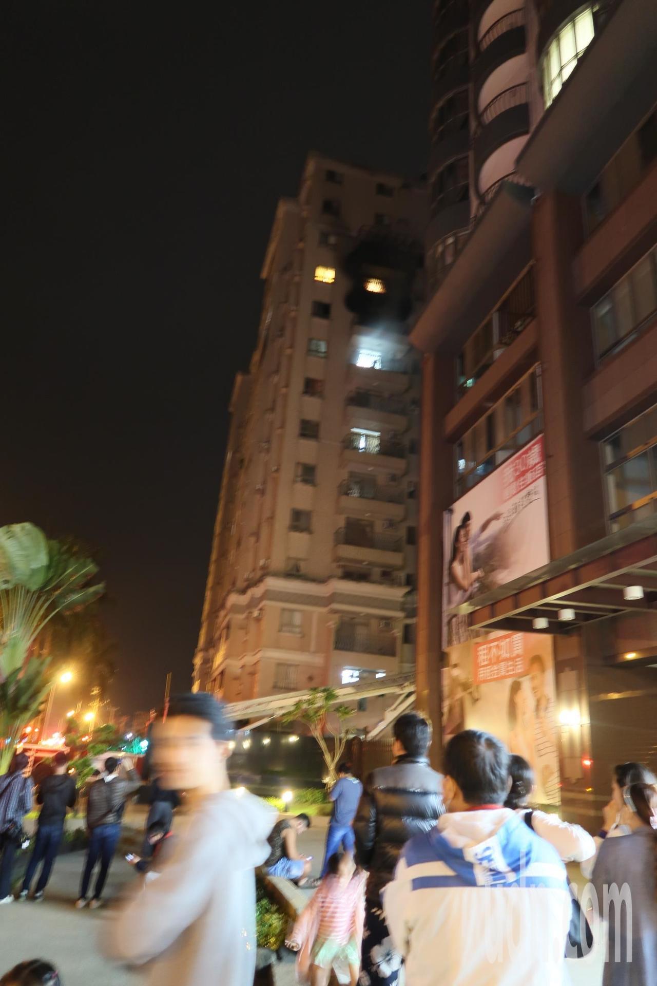 屏東市東山河社區晚間傳火警,住戶虛驚一場。記者翁禎霞/攝影