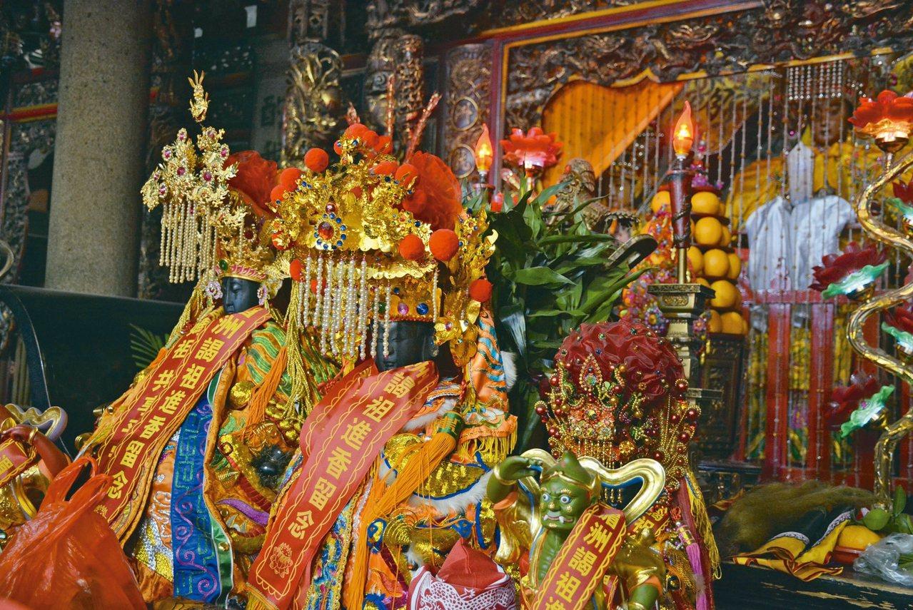 天后殿裡有台灣宮廟「回娘家」的神像 記者樊德平/攝影