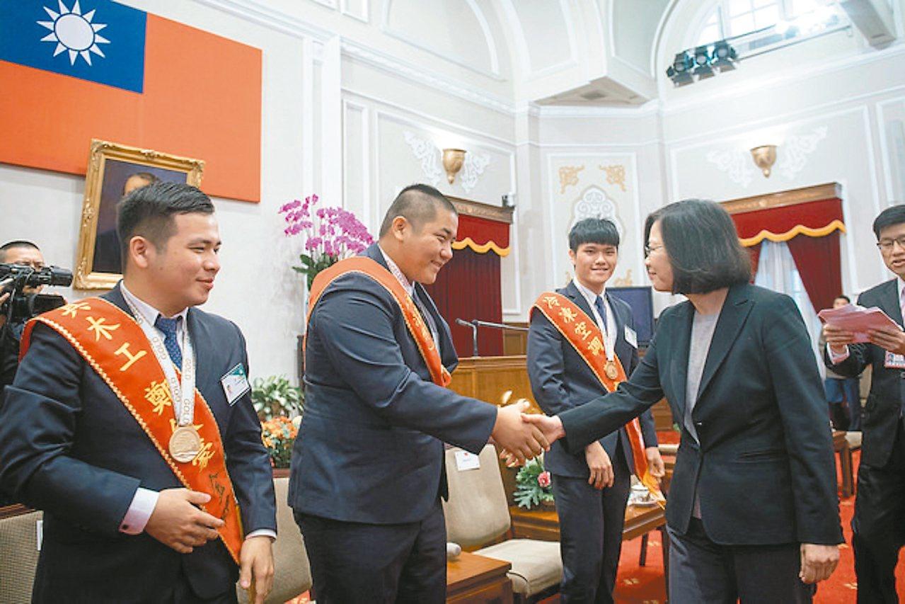 蔡英文總統昨天接見「第44屆國際技能競賽」代表團。 圖/總統府提供