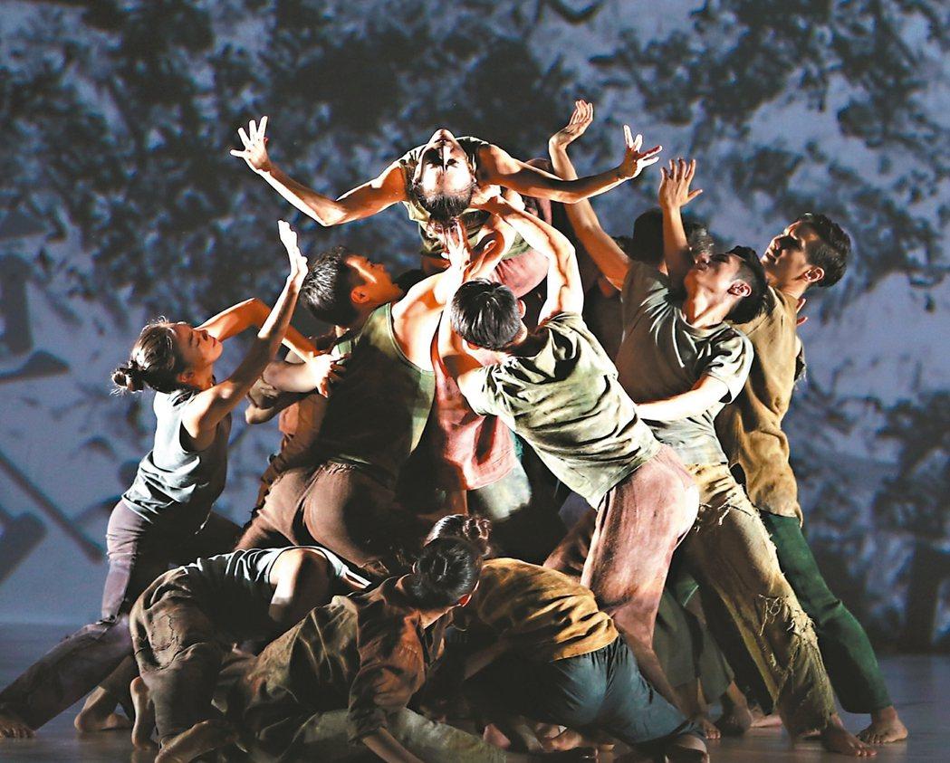 林懷民第九十齣舞作「關於島嶼」昨天彩排。 記者侯永全/攝影