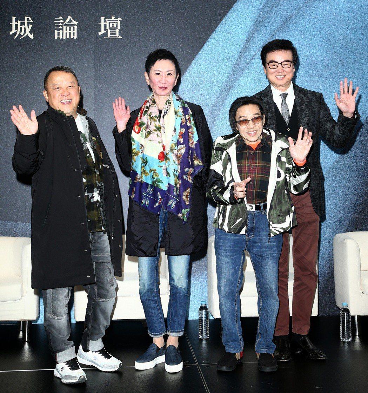 曾志偉(左起)、施南生、泰迪羅賓與黃百鳴昨天出席新藝城聯訪。記者蘇健忠/攝影