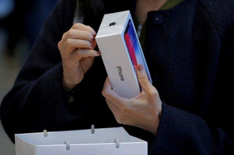 蘋果新機iPhone X,引爆3D感測人臉辨識應用風潮。 路透