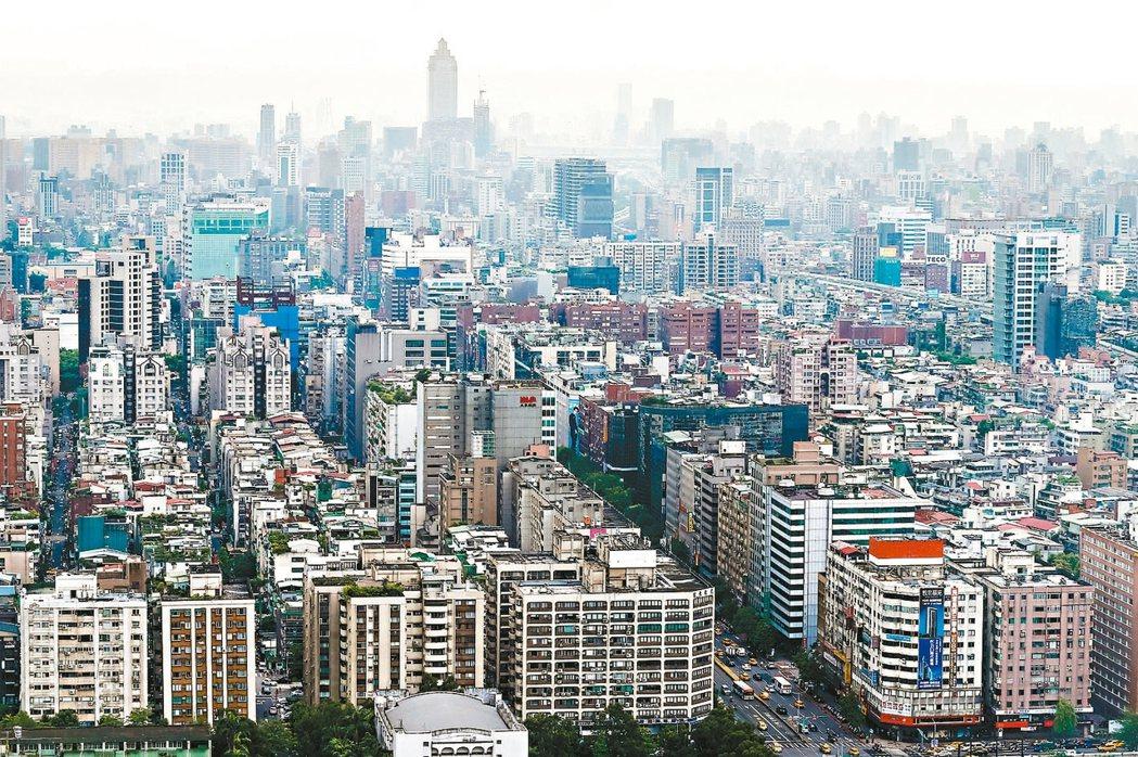 永慶房產資深經理謝志傑表示,雙北中高總價住宅在房市氣氛轉佳後,交易已有逐步回穩的...