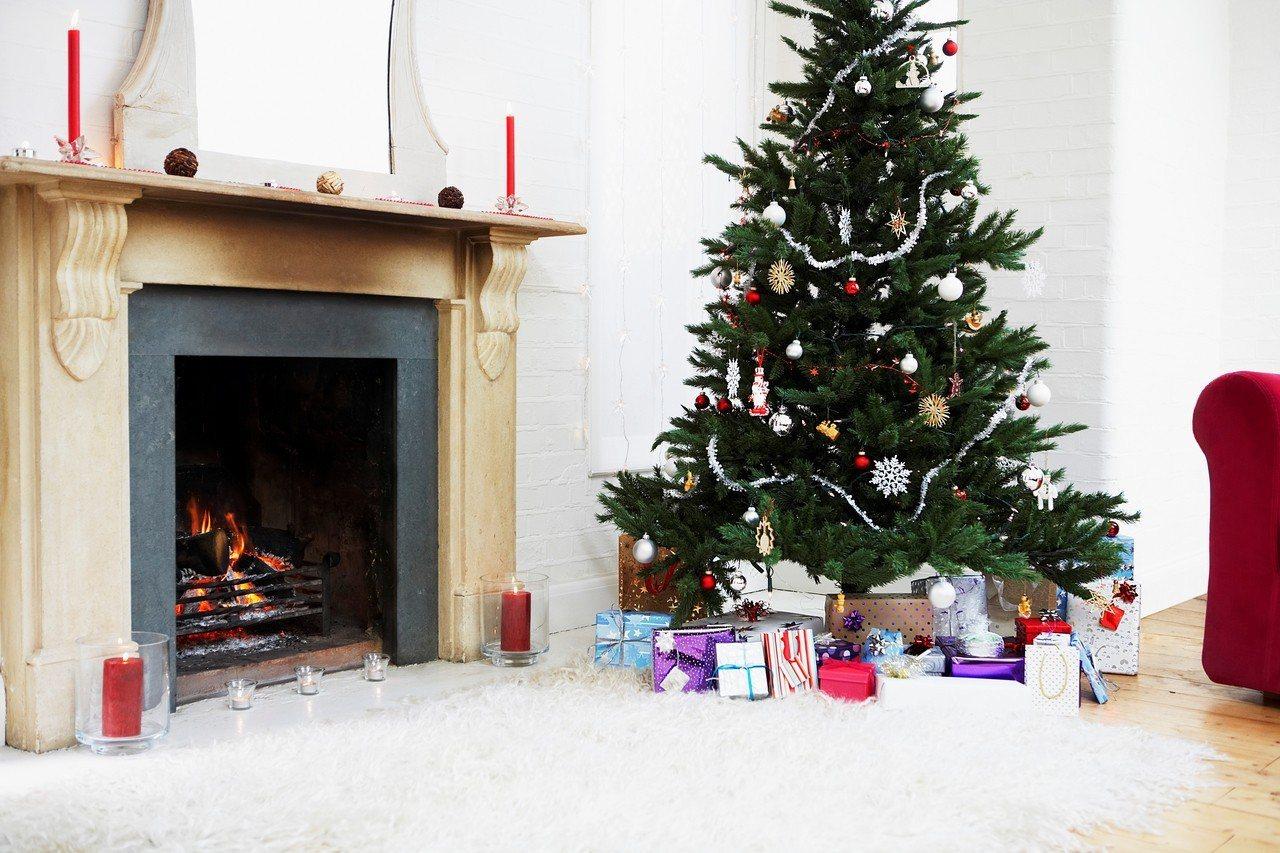一項新的研究顯示,提前裝飾耶誕節的各項擺飾,像是耶誕樹與霓彩燈飾,會讓人更快樂。...