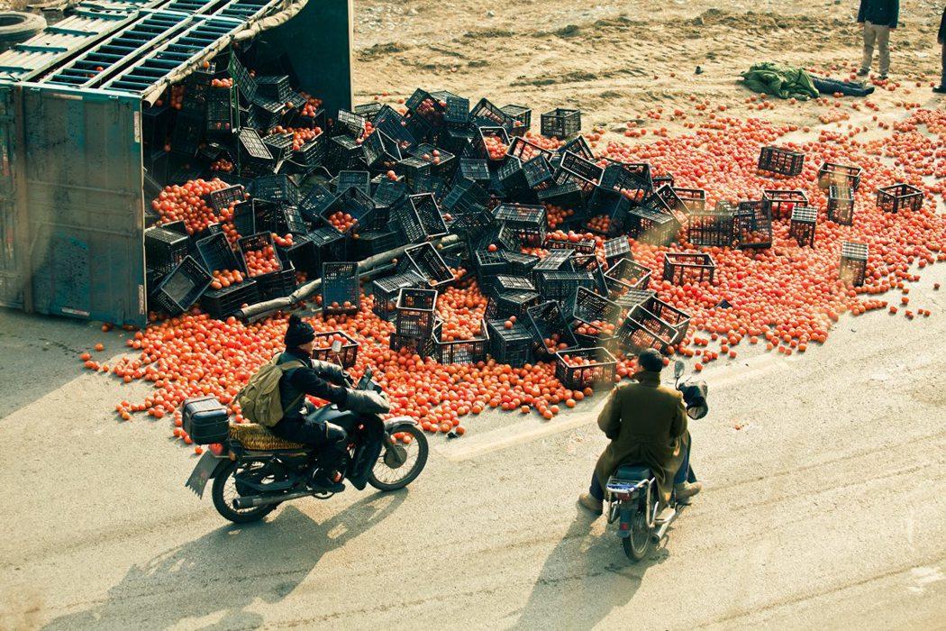 小成本電影對準魯蛇們,帶出他們的黑色世界,這也是真實的中國境況。然而,不少電影在中國無法上映。 圖/賈樟柯官方臉書