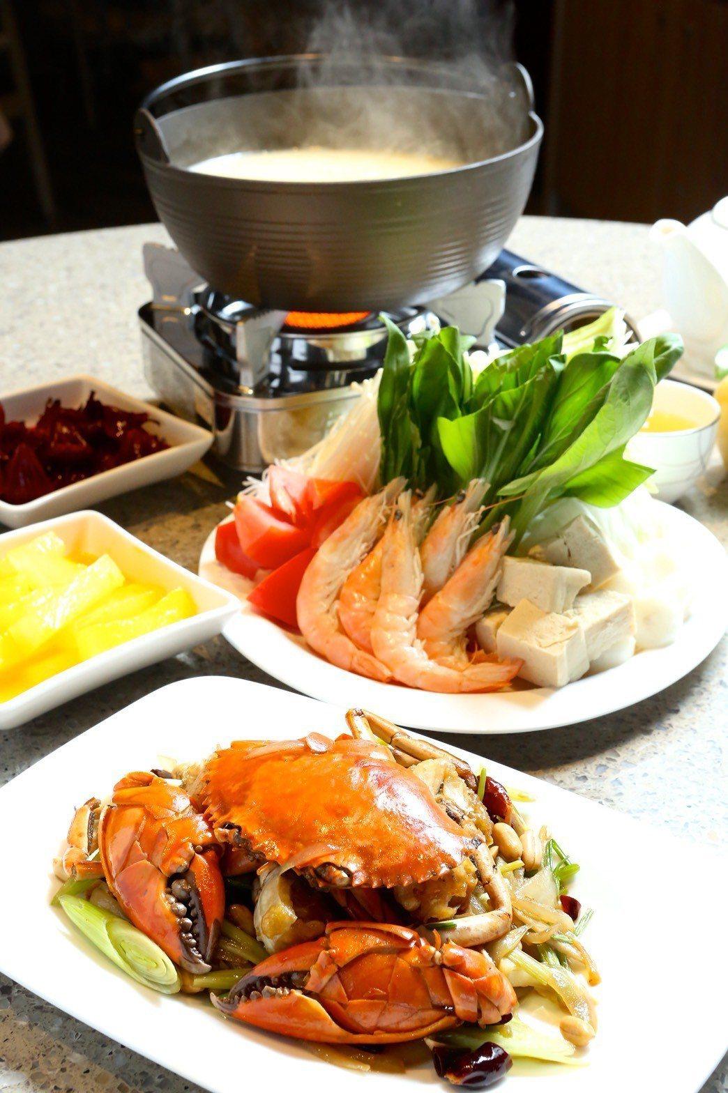 福容大飯店 福隆店冬季新推出的香辣蟹鍋,採用當地現撈的螃蟹,加入夠味的辣醬,一鍋...