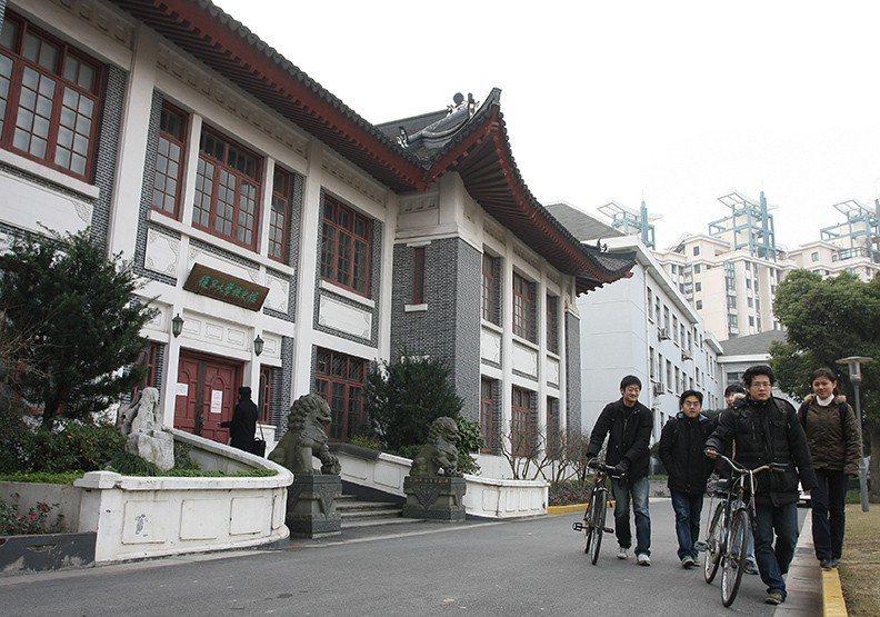 包括大陸985工程、211工程院校等重點大學放寬對台招生;圖為上海復旦大學。圖/...