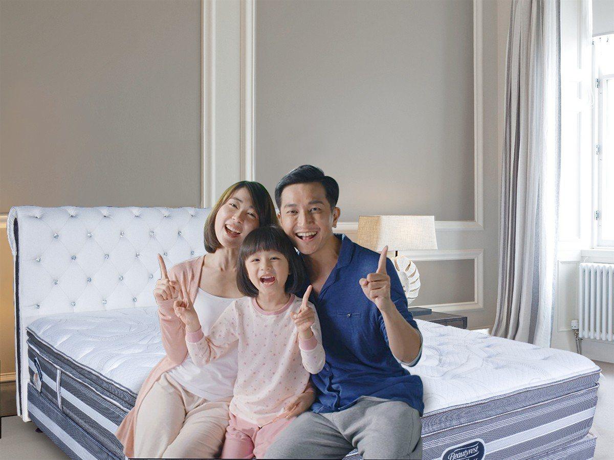 多款世界名床也推出「買一床送一床」優惠。 圖/床的世界 提供