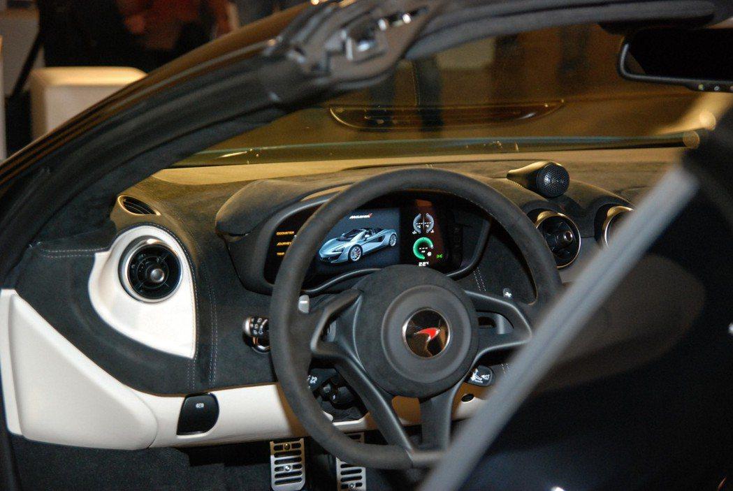 570S Spider 車室採用10吋TFT顯示儀表板。 記者林鼎智/攝影