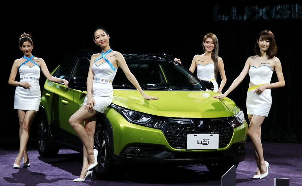 LUXGEN為迎接車壇年度盛事,邀請由時尚女模組成的LUXGEN Girls,與...