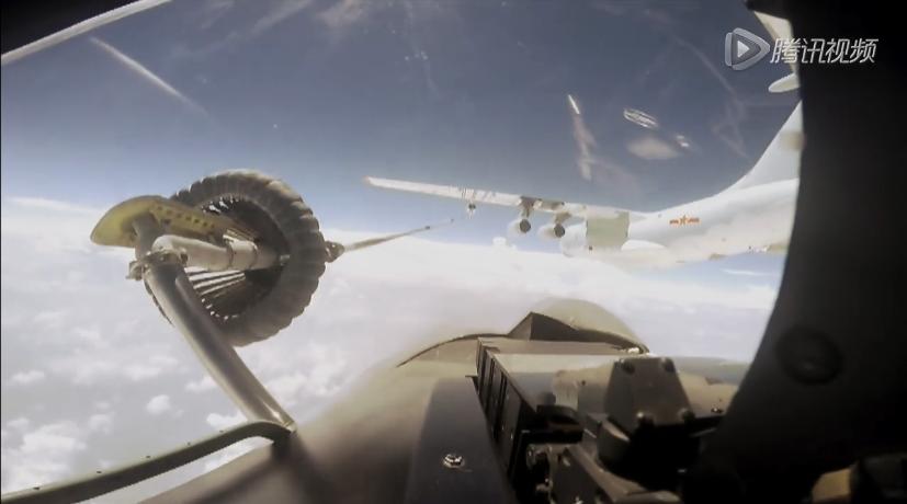 正接受Il-78空中加油的共軍Su-30戰機。 圖/摘自騰訊視頻
