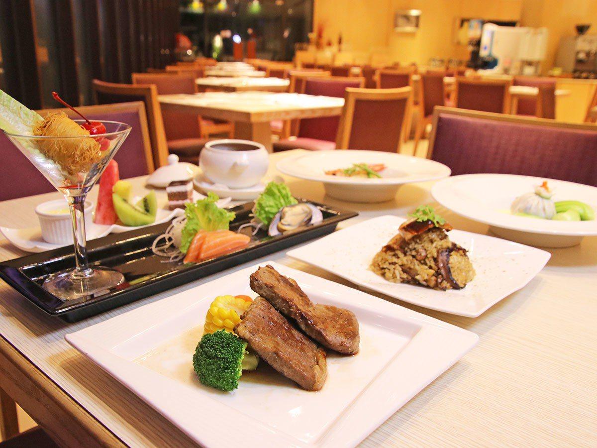 朝日餐廳結合當地美食特色與新鮮食材,提供早、午、晚及下午茶等中西式餐點。