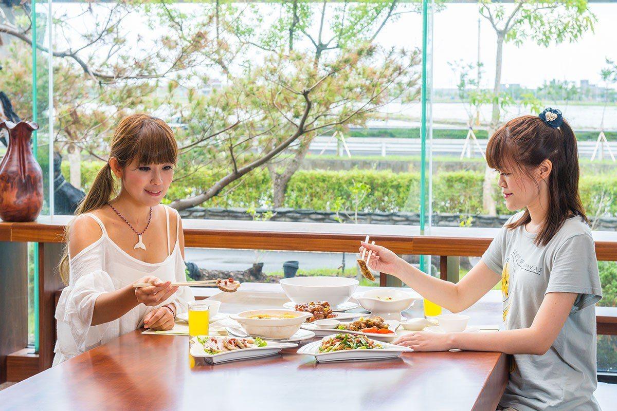 飯店推出不同人數的組合餐選擇,不論是家族旅行或是小家庭用餐都能吃得滿足。