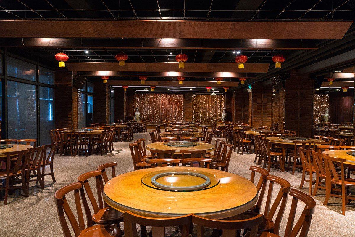 飯店推出尾牙春酒宴席料理豐盛精緻,針對公司行號也有大型宴會場地可以進行會議旅遊或...